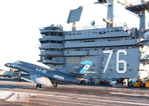 Argentine_Navy_Dassault_Super_Etendard_jet_on_USS_Ronald_Reagan